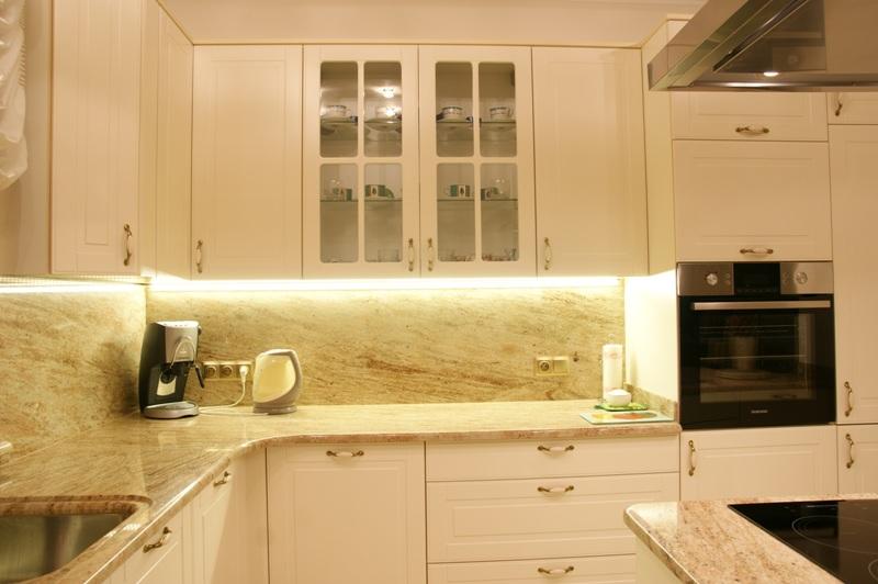 Klasyczna kuchnia z kamiennym blatem  Wistolm  Nowoczesne kuchnie na wymiar   -> Kuchnia Kremowa Z Szarym Blatem