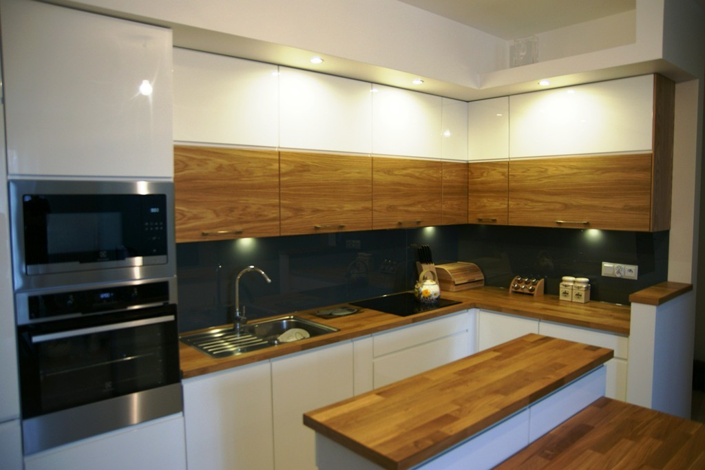 bia�o dębowa kuchnia z wysp� wistolm nowoczesne